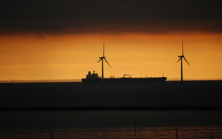 Wind turbines at sea (Photo: Harvey Barrison, CC BY SA)
