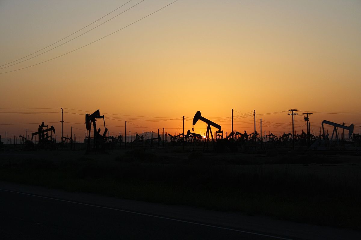 01-07-sun-setting-on-an-oil-field