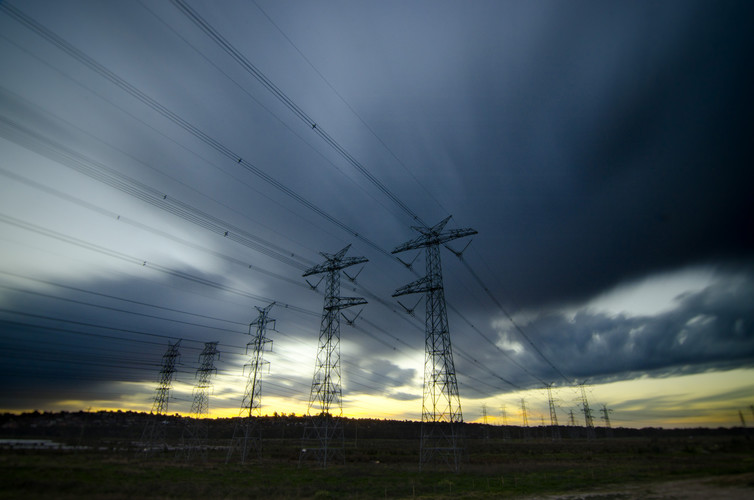 Power lines (indigoskies / flickr, CC BY-NC-ND)