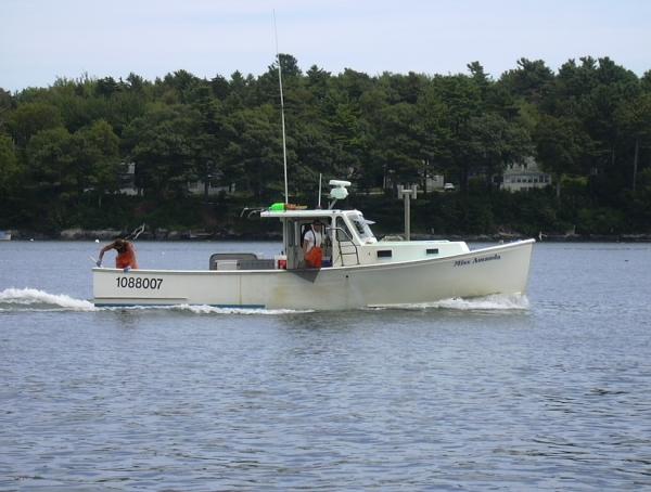 Casco Bay Lobster boat (KPWM Spotter, Wikimedia Commons)