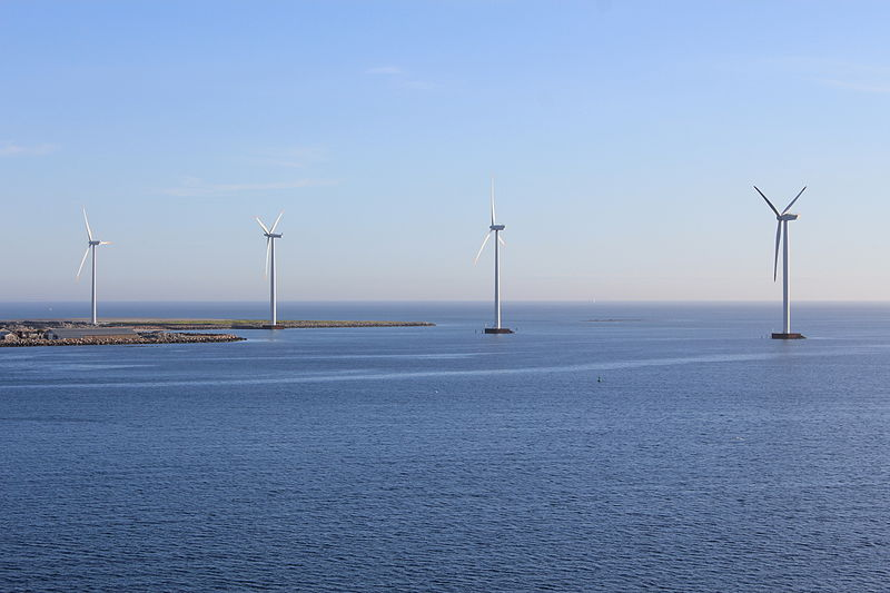 Offshore wind power (Øyvind Holmstad,Wikimedia Commons)