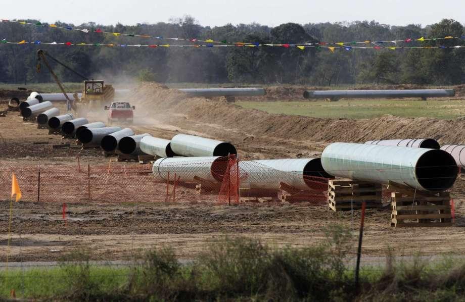 Pipeline construction (Houston Chronicle photo)