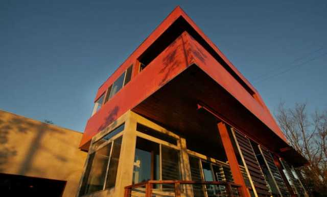 red eco house