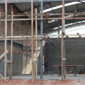 Warehouse 161116: Work ongoing. Steelwork for office and showroom complete.