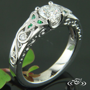 PALLADIUM DIAMOND AND EMERALD TRINITY KNOT RING