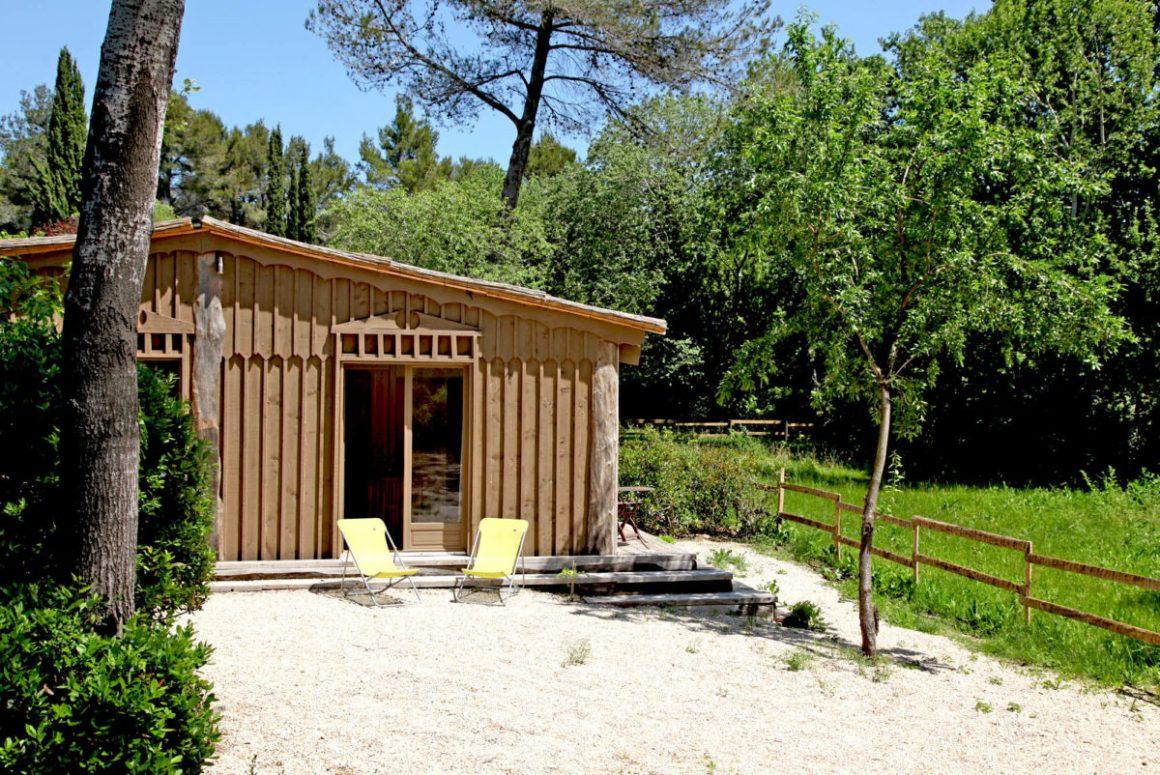 Extérieur, Cabane de la Lèque, dans les Alpilles