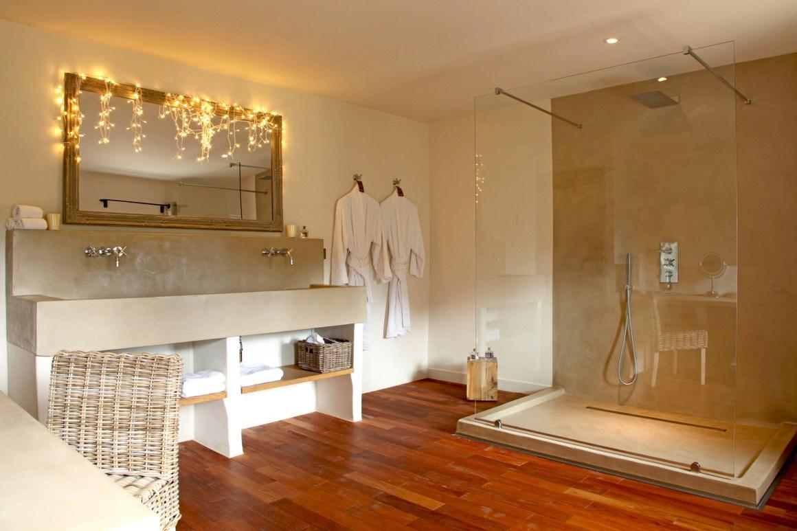 Salle de bains, maison d'hôtes Le Parfum des Collines, dans le Luberon.