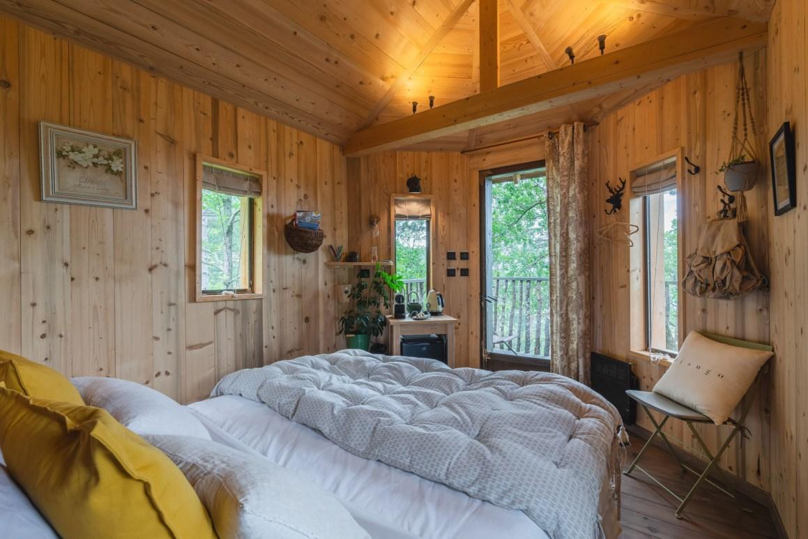 Intérieur de la cabane, Ferme Fortia, dans la Drôme. © Ferme Fortia