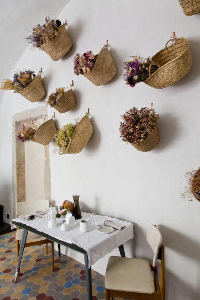 Salle des petits déjeuners, maison Le 35 Mai en Ardèche. © Elodie Rothan