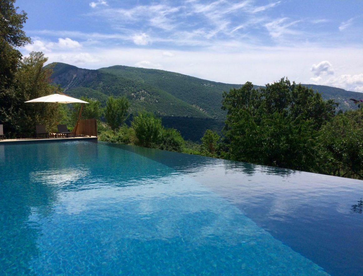 La piscine, L'Osclaye, dans la Drôme provençale. © L'Osclaye