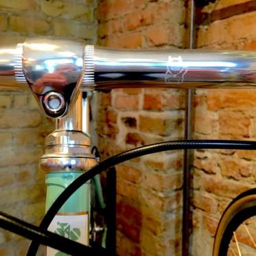 Interview Standert Bicycles - Handlebar with the waving Standert Cat