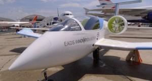E-Fan Electric Plane Unveiled at Paris Air Show