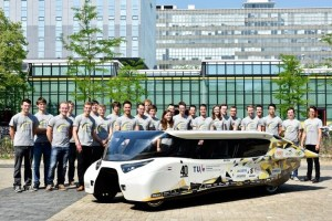 stella-lux-solar-powered-family-car-5