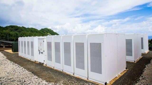 tau-solar-installation-tesla