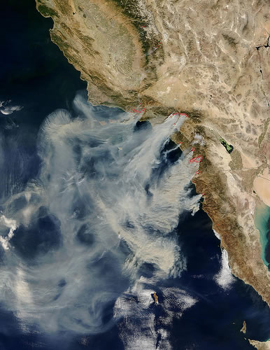 https://i2.wp.com/www.greenpacks.org/wp-content/uploads/2008/10/satellite-photo-fires-in-southern-california.jpg