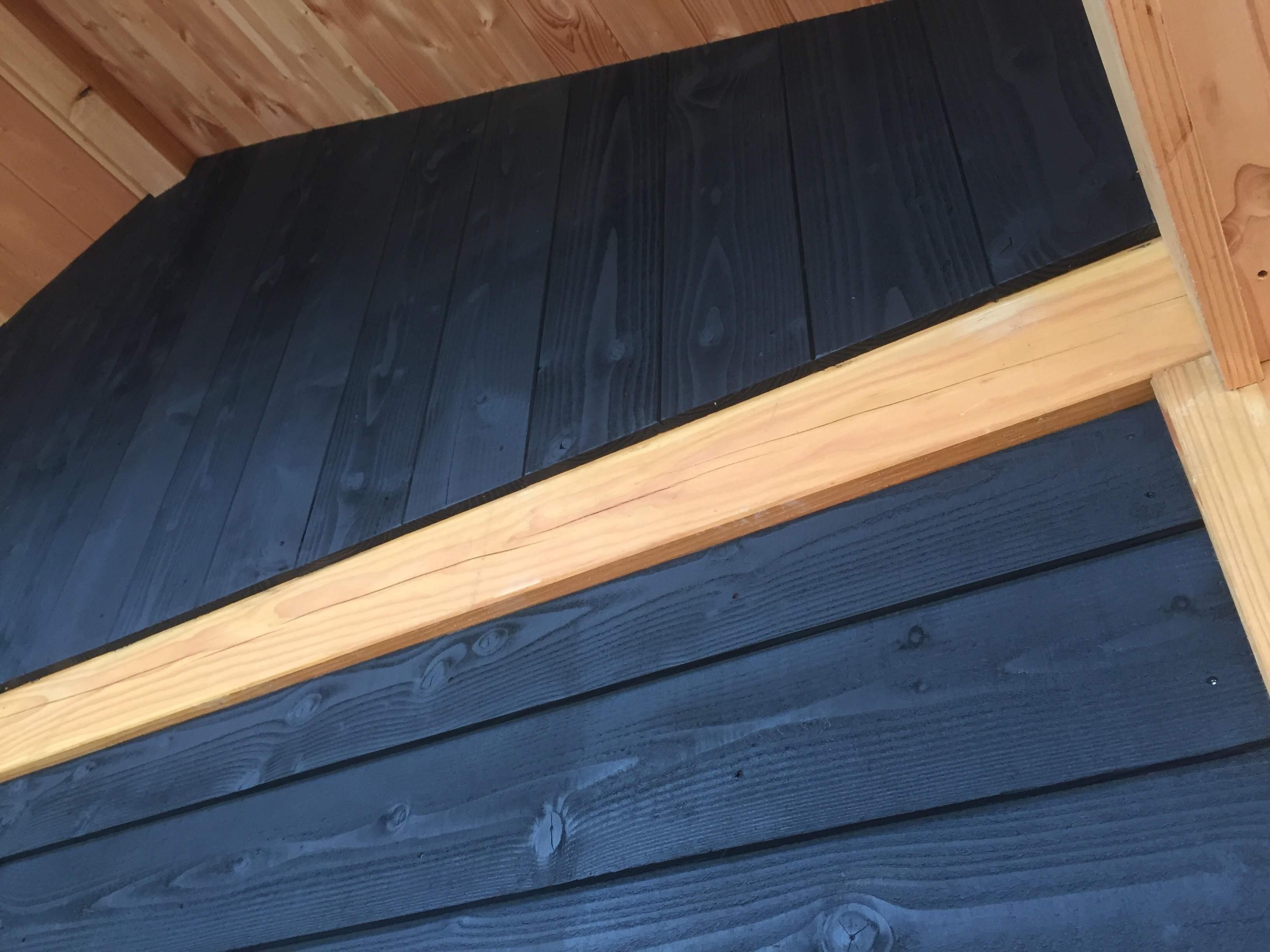 Zeer Schuur zwart beitsen in RAL 9005? | Greenpaints AJ78