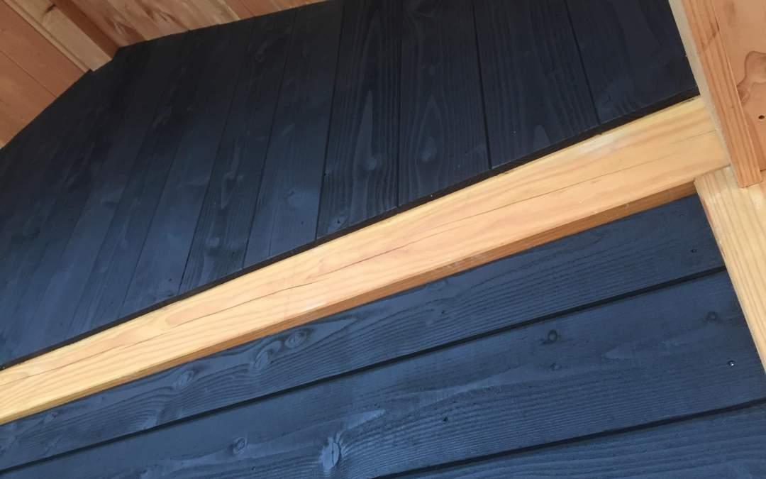 De beste aanpak voor houten schuren zwart beitsen in RAL 9005