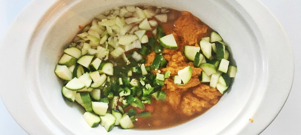 Spicy Pumplin Crockpot Chili || the perfect fall meal that you can throw together & forget!