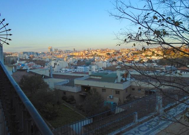 Zu jeder Tageszeit eine gute Idee: Der Miradouro de São Pedro de Alcântara im Bairro Alto in Lissabon.