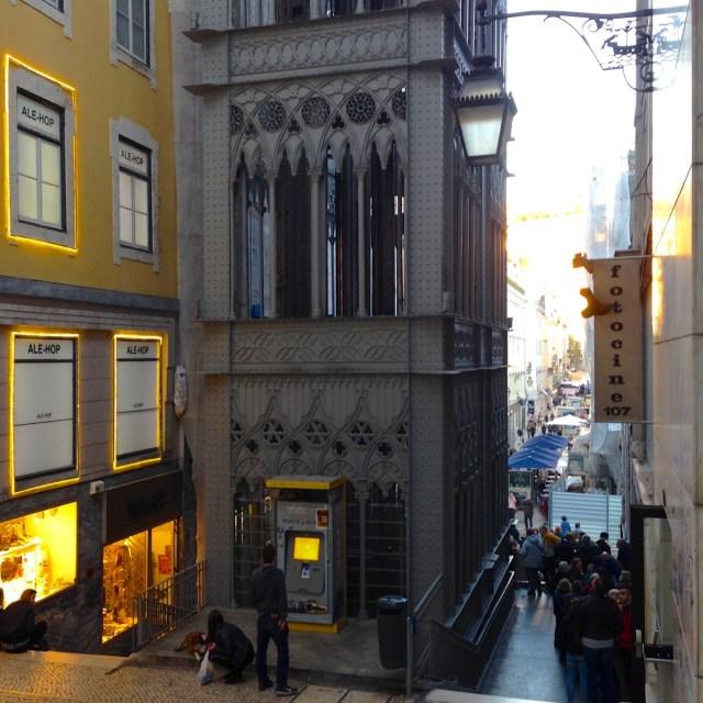 Ähnlichkeit mit dem 'Tour Eiffel'? - Wäre nicht verwunderlich, denn der Erbauer des Elevador de Santa Justa in Lissabons Geschäftsviertel Baixa war Lehrling bei Gustave Eiffel.