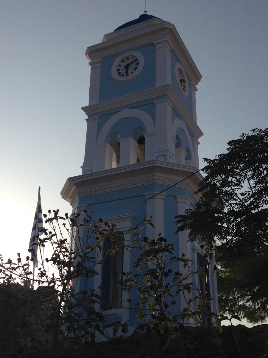 Der Uhrturm von Poros.