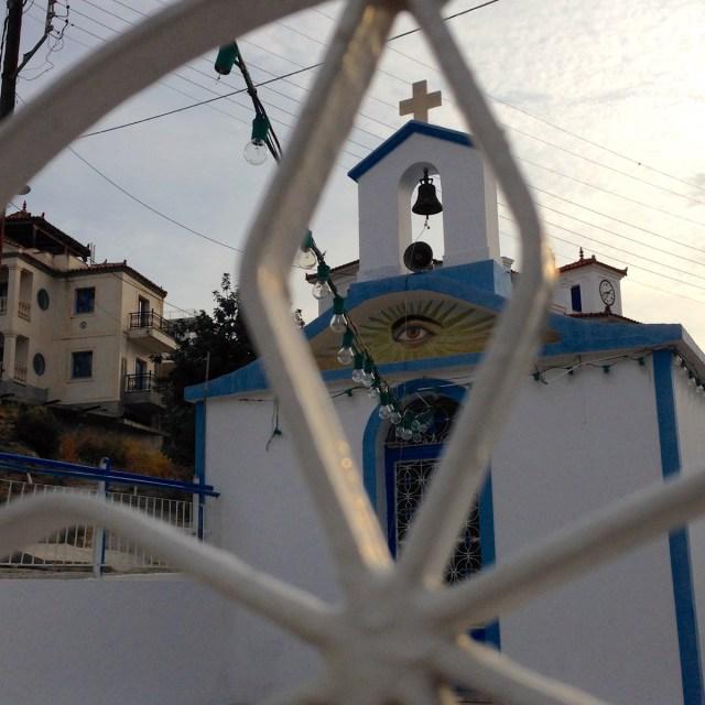 Diesem Blick kann ich leider nicht entgehen... Eine Kirche auf der griechischen Insel Poros.