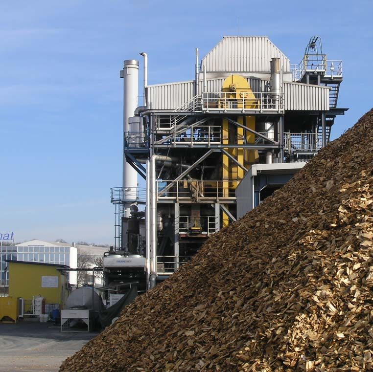 Biomass conversion into biofuels and biomaterials (pyrolysis, HTC, fermentation)