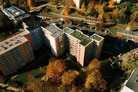 zelena-strecha-na-panelovem-dome19
