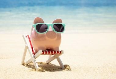 Tirelire cochon en vacances