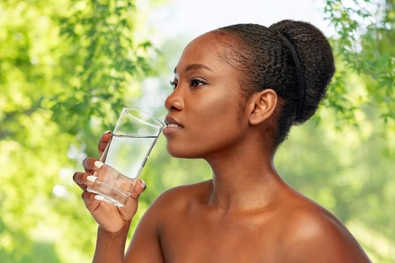 Se préparer à l'été : boire beaucoup d'eau