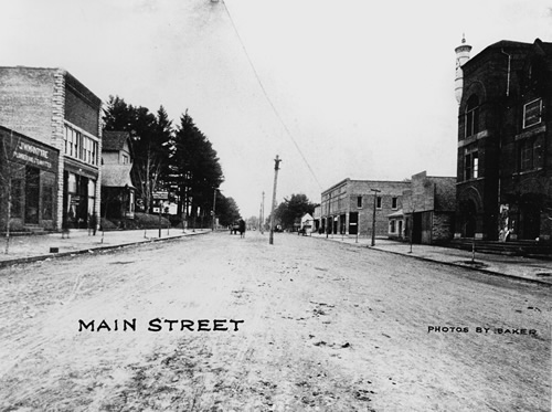 1904 Postcard of Main Street Hendersonville Hendersonville Town Hall and Opera House is on the right.
