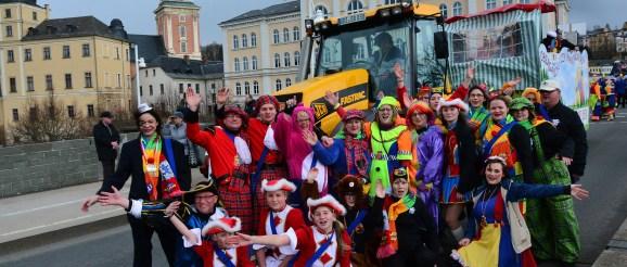Die Obergrochlitzer Karnevalisten beim Rosenmontagsumzug 2020