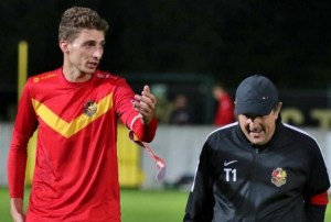 Coach yé souis Betschinho la Jupiler League c'est droit devant crédit photo : l'avenir.net