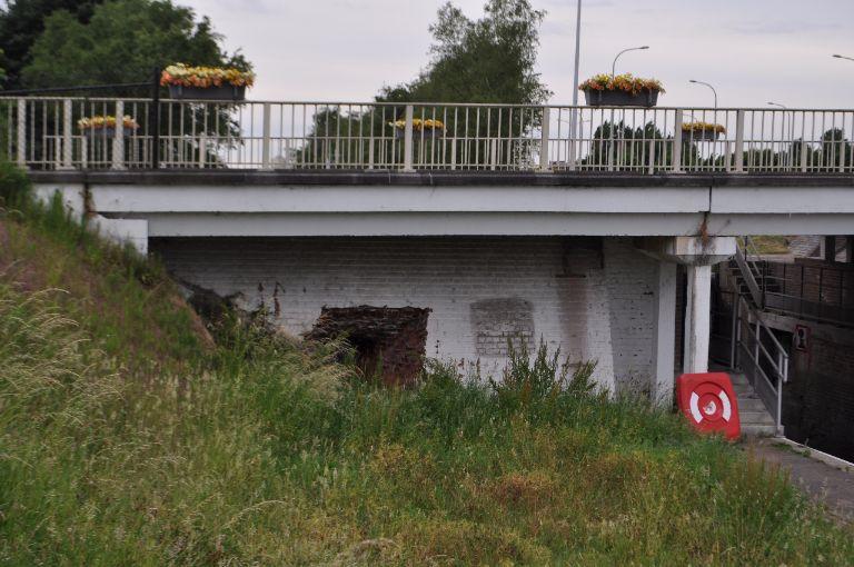 Werken fietstunnel langs drietrapssluis in Ooigem worden in voorjaar 2018 terug opgestart