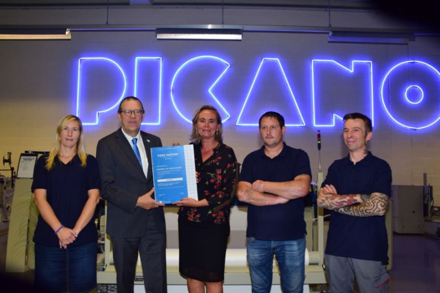 De Ieperse weefmachineproducent Picanol Group krijgt het ambassadeurschap van de maatwerkbedrijven als dank voor hun langdurige en duurzame samenwerking met de sector