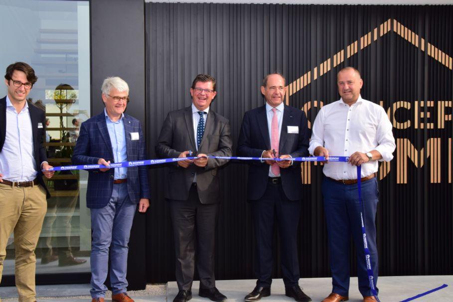 Vlaams minister van Begroting, Financiën en Energie Bart Tommelein opent gloednieuw Concept Home van Renson in Waregem
