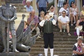 Unser Trompeter Harald spielt zu Beginn des Österreichischen Zapfenstreichs ein Signal.