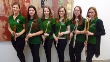 Querflöten-Sextett: (v.l.) Christina Rockenbauer, Julia Gebhart, Katharina Geist, Alexandra Frank, Michaela Achtsnit, Karoline Schöbinger