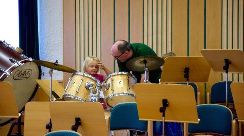 Unser Kpm. Hannes präsentierte die Schlagwerk-Instrumente.
