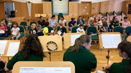 Die Kinder spielten beim Abschlusskonzert gleich mit.