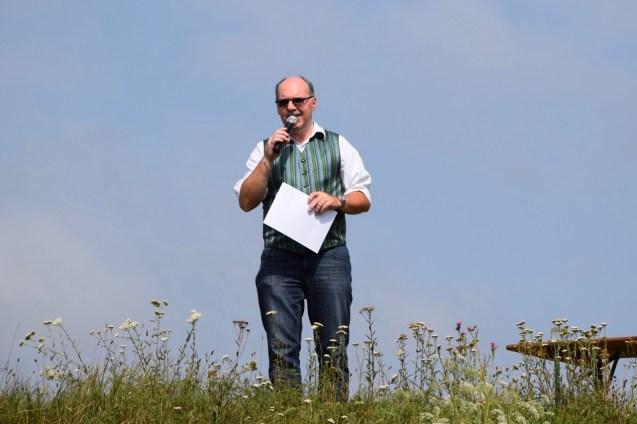 Bezirkskapellmeister Johann Pausackerl führte beim Weisenblasen 2020 durch das Programm.