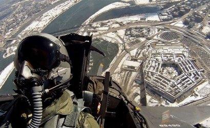 Symbolbild: Air-Force-Jet über dem Pentagon. Copyright: Gemeinfrei