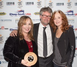 UK Americana Awards with Jed Hilly & Bonnie Raitt photo by Ed Whitmarsh
