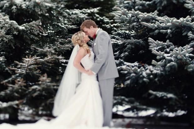 https://i2.wp.com/www.greylikesweddings.com/wp-content/uploads/2012/12/athena_pelton_christmas_winter_wedding_1-619x412.jpg
