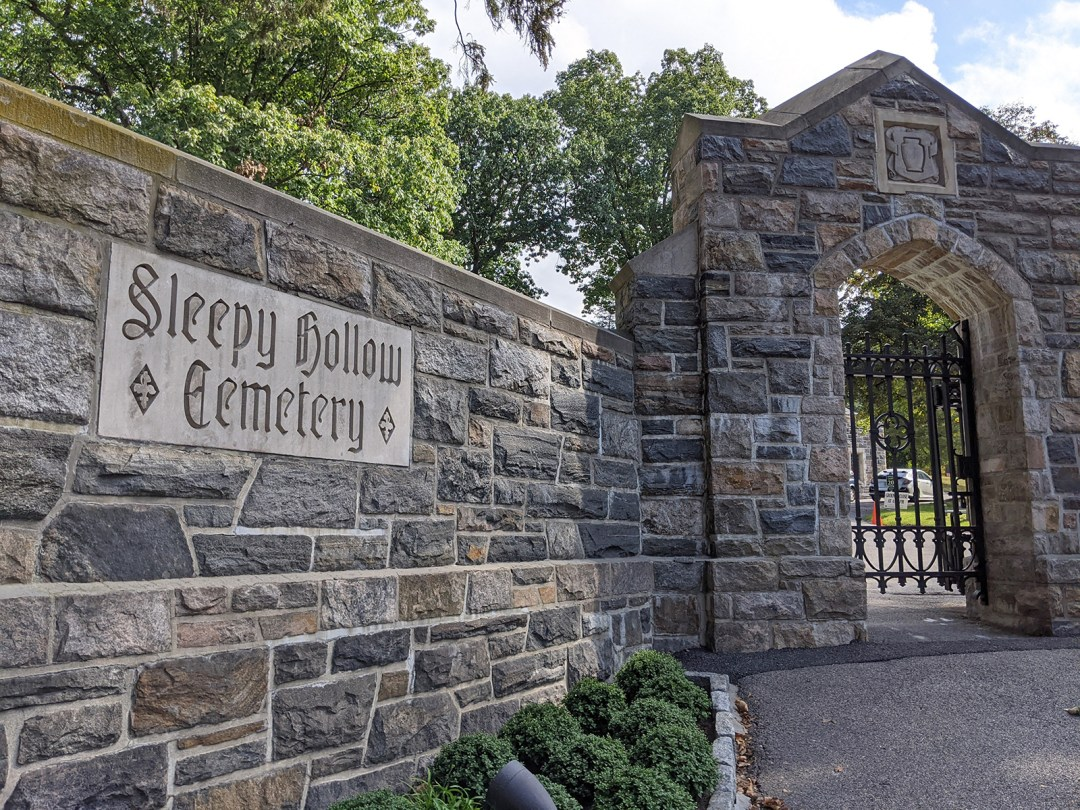 image of the entrance to Sleepy Hollow Cemetery.
