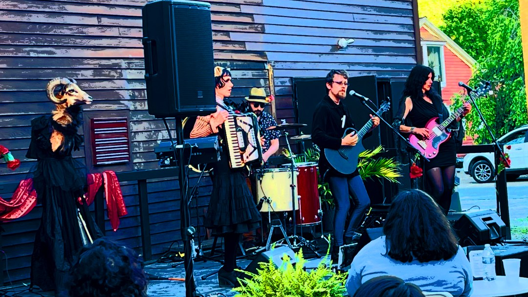 The Dust Bowl Faeries performed at The Foundry in West Stockbridge June 14; photo by Isabel Costa, modified by Jason Velázquez.