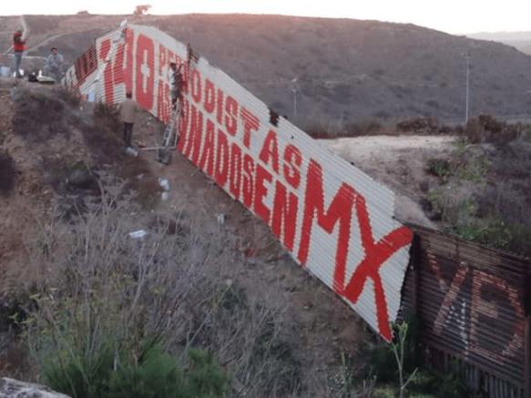 Más de 140 periodistas asesinados y desaparecidos en México, mural en Tijuana (Baja California)