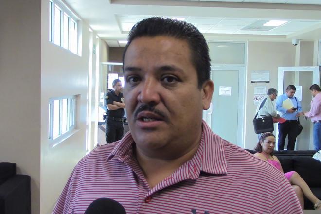 Gobierno de EU retiene y quita visa a activista de Mexicali Resiste (Baja California)