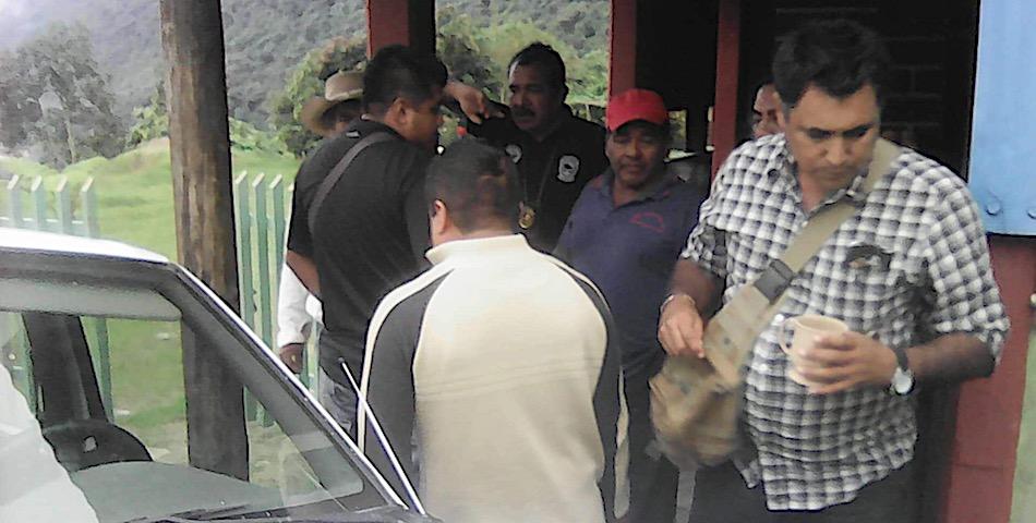 Habitantes de Alotepec detienen a 4 agentes de Investigación por acoso sexual a dos niñas mixes (Oaxaca)