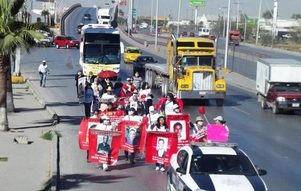 Fiscalía de Coahuila ofende a familiares de desaparecidos al enviarles coronas fúnebres